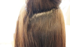 東京銀座くせ毛専門,縮毛矯正とカラーの同時背術根本の状態