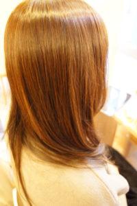 東京銀座くせ毛専門,明るい髪に縮毛矯正。アラフォー女子の美髪