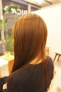 東京銀座くせ毛専門,明るいカラーとアホ毛が縮毛矯正で綺麗なツヤ髪