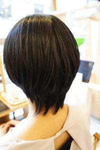 東京銀座くせ毛専門,縮毛矯正後のカットで滑らかな段に。毛先が馴染む