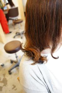 東京銀座くせ毛専門、40代女性、縮毛矯正の髪にデジパで動きを出した髪